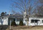 Bank Foreclosure for sale in Hillsboro 62049 W FAIRGROUND AVE - Property ID: 4377576538