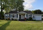 Bank Foreclosure for sale in Newton 62448 E HENRY ST - Property ID: 4402601938